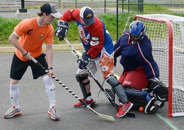 Cutline on MM ball hockey story